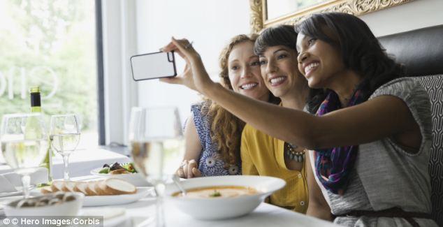 restaurant selfie